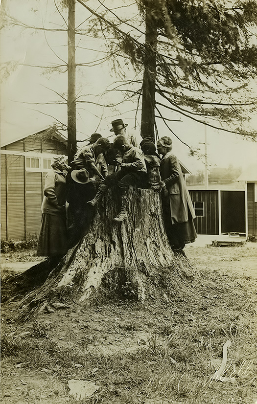 Multnomah Station Audubon Society Making a Bird Bath, May, 1915.