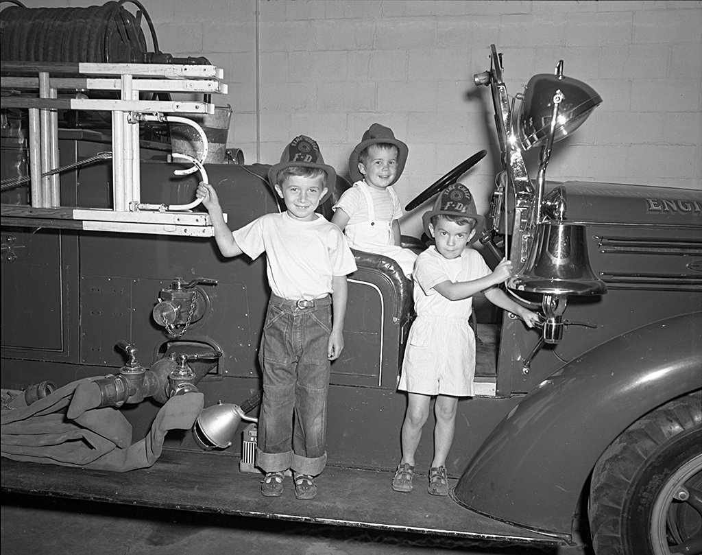 Multnomah Volunteer Fire Department Fire Truck & Children