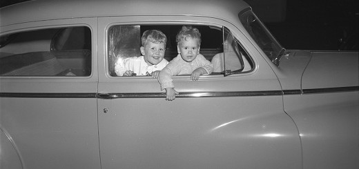 Merwin Children in Car in front of Jim Willock's market (7787 SW Capitol Hwy), 1949.