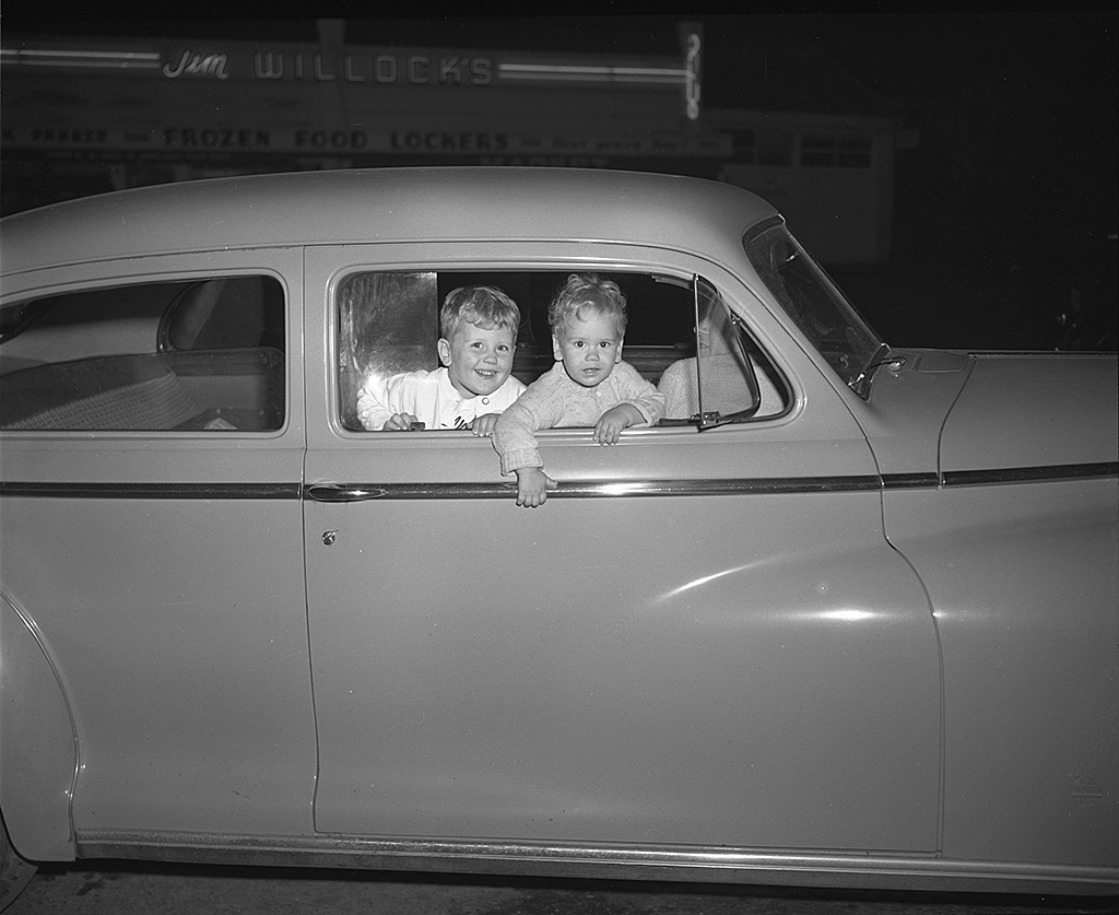 Merwin Children in Car in front of Jim Willock's market (7787 SW Capitol Hwy), 1949.