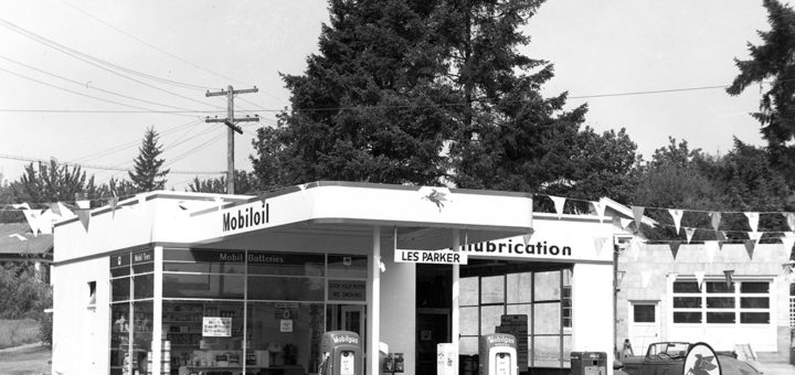 Les Parker Mobiloil Service Station, Multnomah, Oregon, ca. 1950. Photo by Ed Colvin.